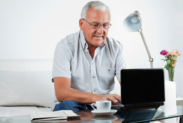 emeryt, komputer, internet