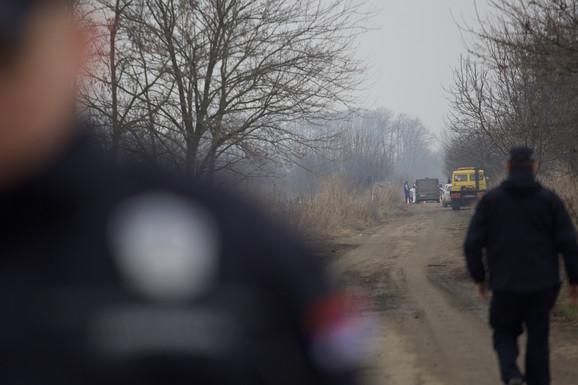 POLICIJSKA PATROLA UOČILA VOZILO Automobil u kom su nađena tela žandarma i žene bio parkiran na zabačenom putu (FOTO, VIDEO)
