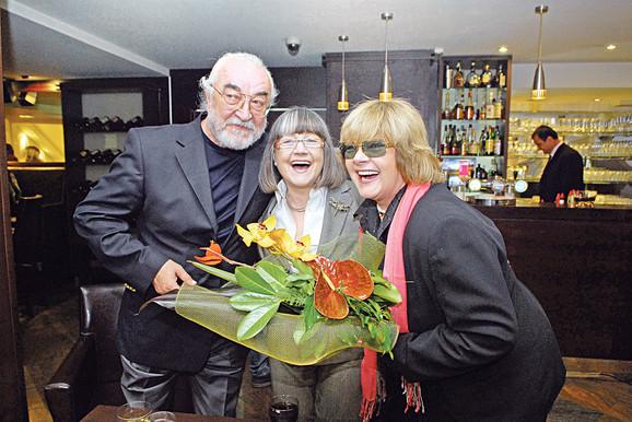 Vasil se uvek nađe pri ruci roditeljima Zafiru i Senki, kao i tetki Biseri Veletanlić, koji spadaju u rizičnu grupu iznad 65 godina