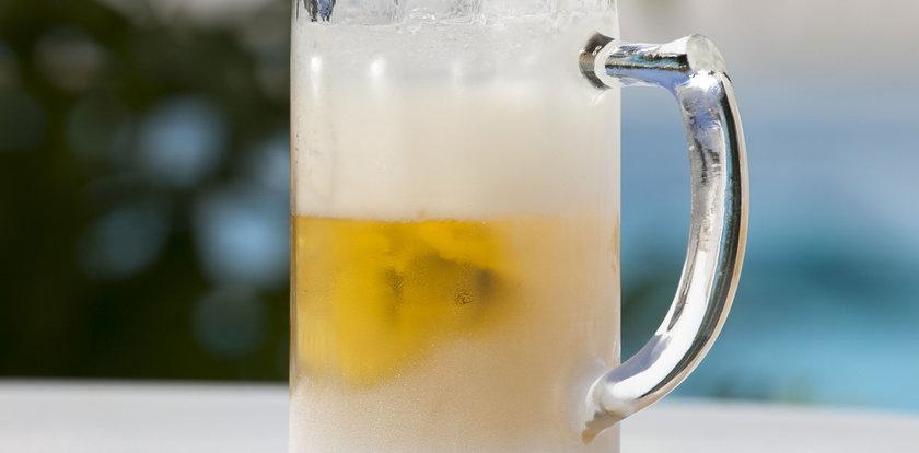 Nie marnuj starego piwa! Podpowiadamy, do czego może się przydać