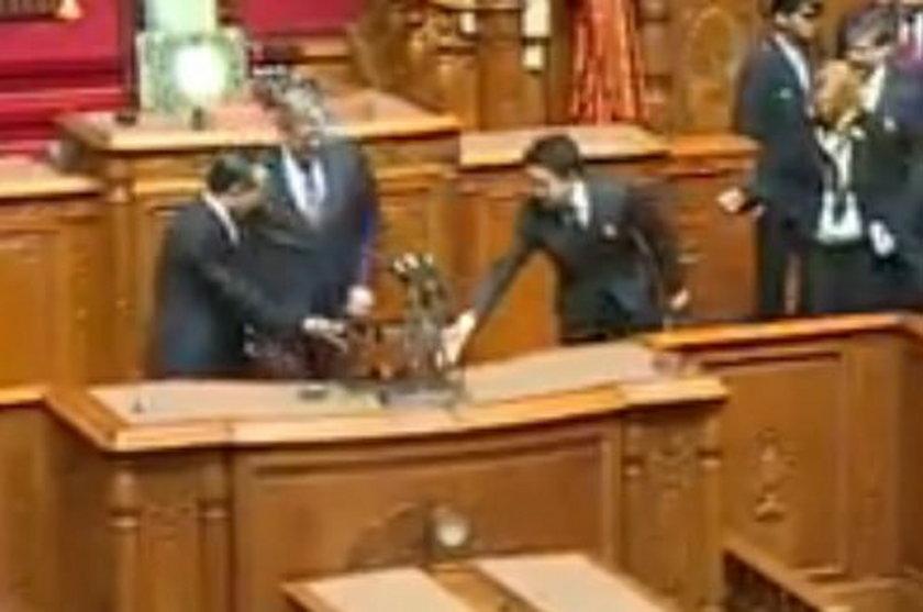 Prezydent Bronisław Komorowski w parlamencie w Japonii