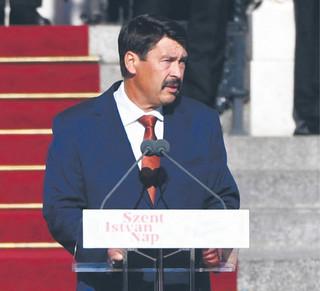 Polityka Węgier: Ukrainie świeczkę i Rosji ogarek