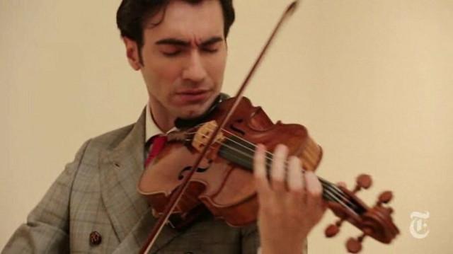 Dejvid Aron Karpenter svira na Stradivarijevoj violi
