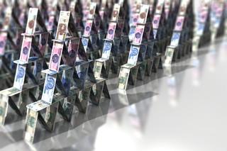 Parabanki nie tylko dla naiwnych: Tak naganiacze i inwestorzy zarabiają na piramidach finansowych