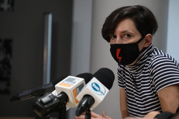 """Suchanow została zatrzymana na 48 godzin, podobnie jak inna z protestujących tzw. """"Babcia Kasia"""", która regularne chodzi na demonstracje."""