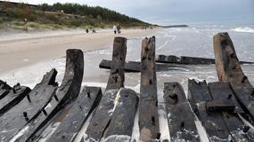 Ciekawe odkrycie na plaży w Międzywodziu - sztorm odsłonił wrak XIX-wiecznego statku