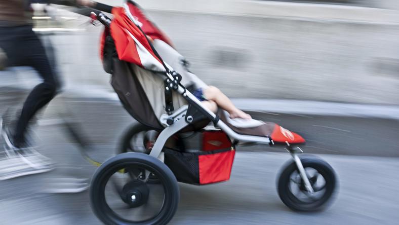 Dziecko w wózku musi być bezpieczne.