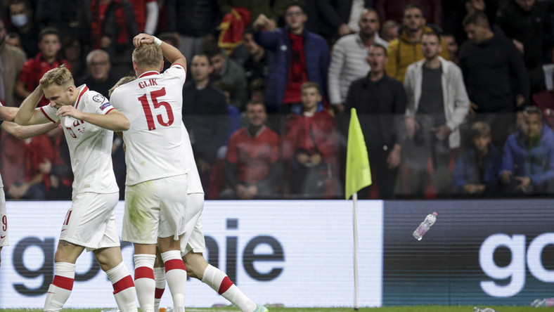 Albania-Polska. Polscy piłkarze obrzuceni butelkami