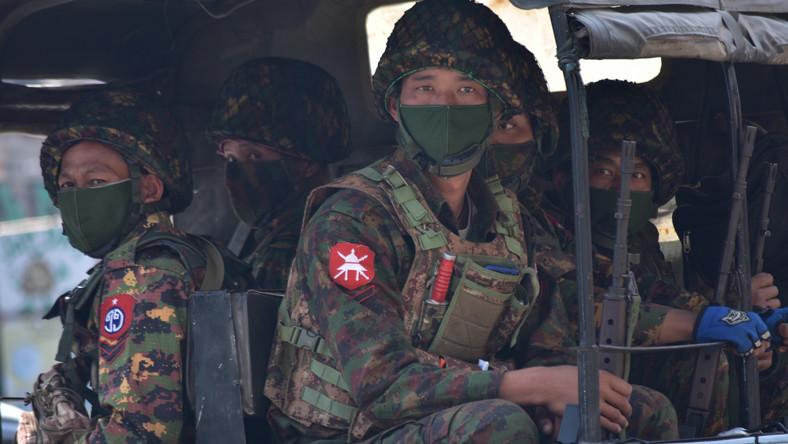 Birmańska armia, Birma