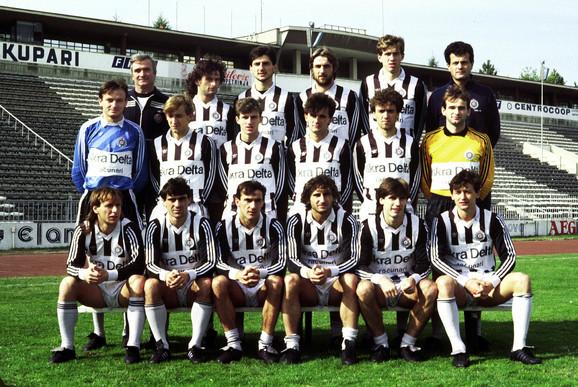 Partizan će pamtiti do kraja života: Bajro Župić, sedi, prvi s leve strane, 1986/87.