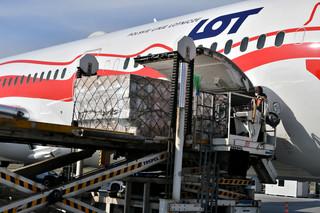 Pierwsze samoloty z wyposażeniem medycznym z Chin przyleciały do Polski