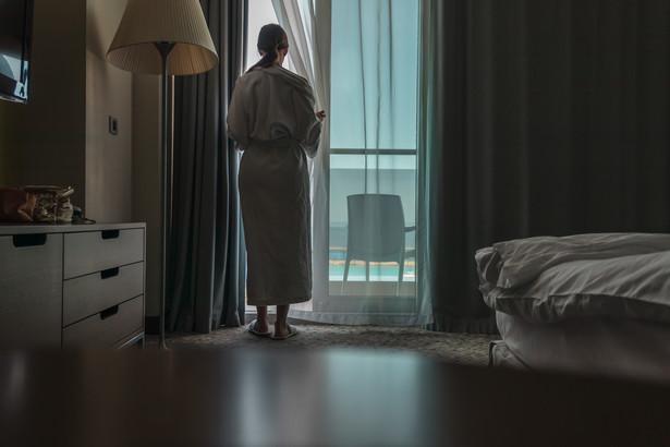 Jak podkreślił Mączyński, biorąc pod uwagę, że w Polsce jest już w pełni zaszczepionych blisko 16 mln osób, decyzja rządu o zniesieniu 75-proc. limitu wykorzystania pokoi w hotelach, wydaje się naturalna i nie powinna podlegać dalszej dyskusji.