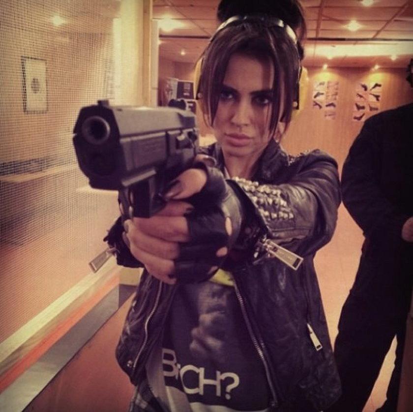 Natalia Siwiec z bronią