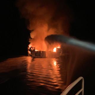 Płonie statek u wybrzeży Kalifornii. 34 osoby uznane za zaginione