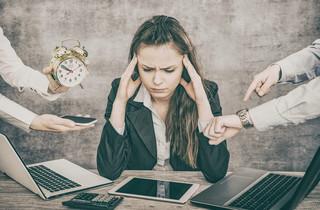 """Wypalenie zawodowe? Nie tylko """"szaraki"""" walczą z brakiem motywacji do pracy [WYWIAD]"""