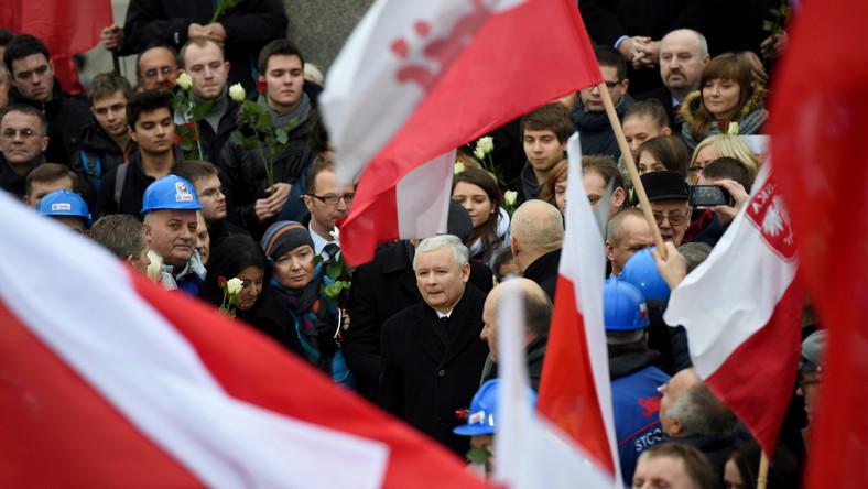 """Prezes PiS Jarosław Kaczyński wśród uczestników """"Marszu w Obronie Demokracji i Wolności Mediów"""""""