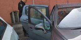 Strażnicy uratowali chłopca uwięzionego w samochodzie