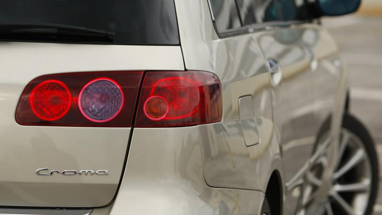 Croma to powrót Fiata do ligi passata i mondeo, w której notabene nigdy nie udało się zabłysnąć producentowi znanemu z fenomenalnych aut miejskich. Niestety i w tym przypadku włoska koncepcja limuzyny nie przypadła do gustu klientom. Sprawdzamy, w czym tkwi problem...