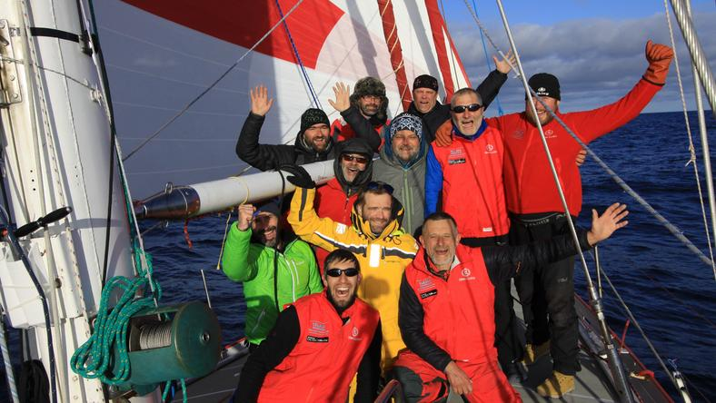 Załoga jachtu w Zatoce Wielorybów Morza Rossa