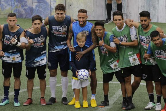 Nejmar sa finalistima njegovog turnira u Brazilu