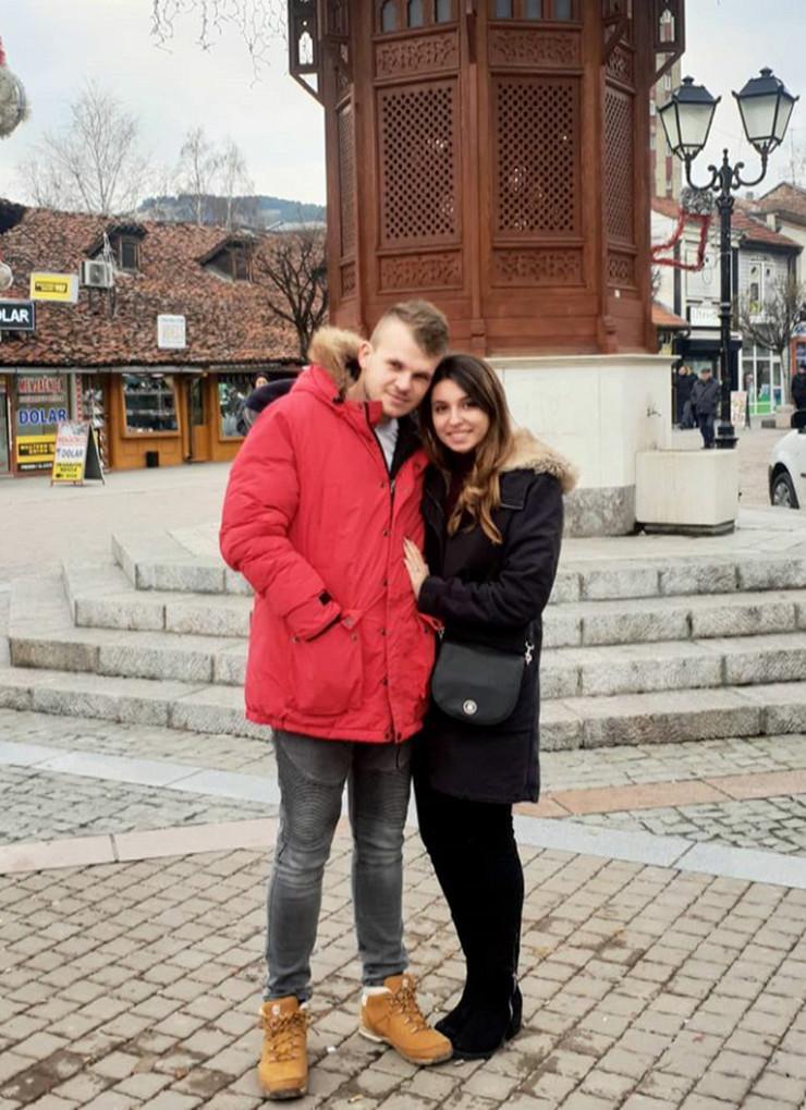 UMESTO SVADBE - SAHRANA Verenici iz Srbije poginuli u užasnoj nesreći dok su išli da pogledaju stan u koji su planirali da se usele POSLE VENČANJA