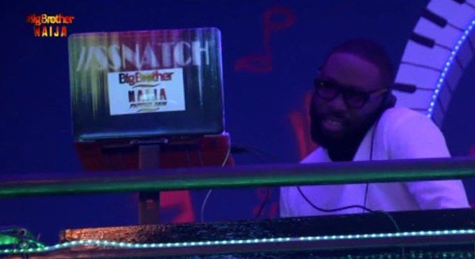 DJ Snatch doing his thing at the BBNaija Pepper Dem 14th Saturday Night Party [Twitter/BBNaija]