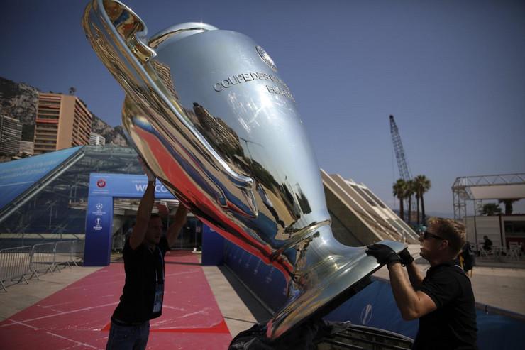 Žreb za Ligu šampiona, trofej