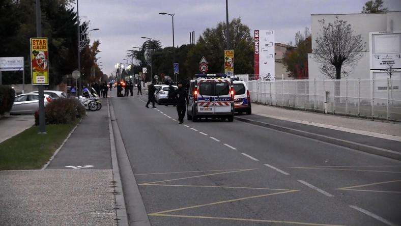Francja: pojazd wjechał w grupę ludzi, trzy osoby  ranne
