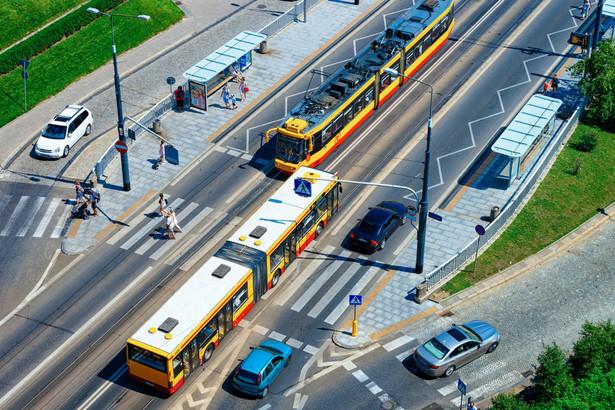 Miejskie samorządy coraz częściej muszą decydować o ograniczaniu ruchu samochodowego, zwłaszcza w centrach.