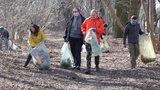 Mieszkańcy Złotna w Łodzi sprzątali dolinę rzeki Bałutki