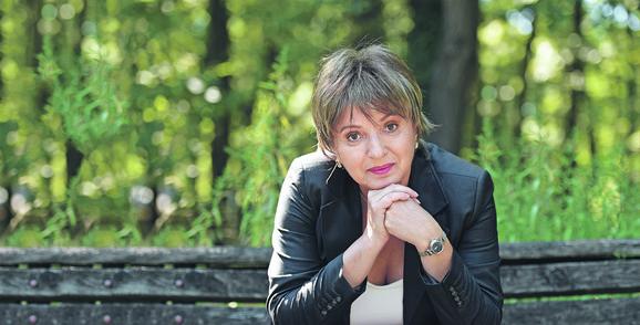 Mira Karanović tumačiće legendarnu Miru Trailović, a pored nje uloge tumače Suzana Lukić, Anđela Jovanović, Isidora Simijonović i Gorica Regodić
