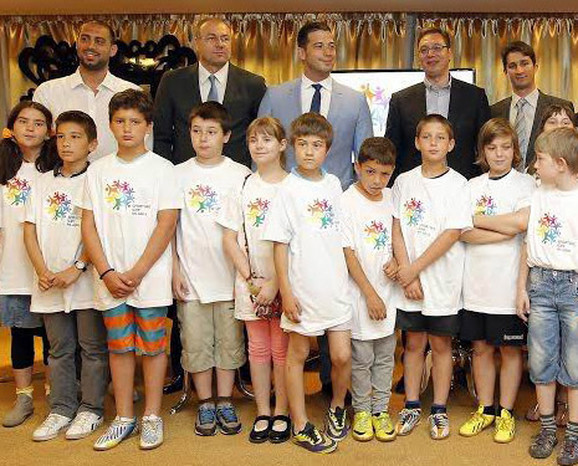 Čavic, Tanasković, Udovičić, Vučić  i Marić sa Mališanima