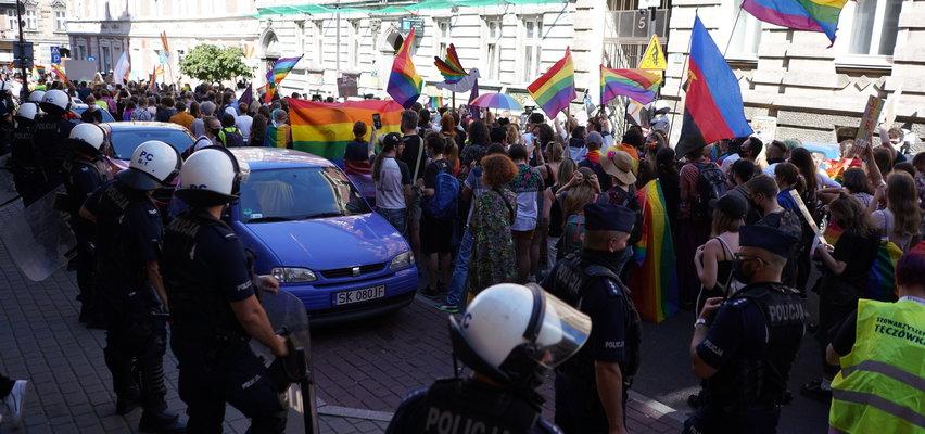 Policyjny podręcznik traktuje osoby LGBTQ jak patologię społeczną. Rzecznik Praw Obywatelskich interweniuje