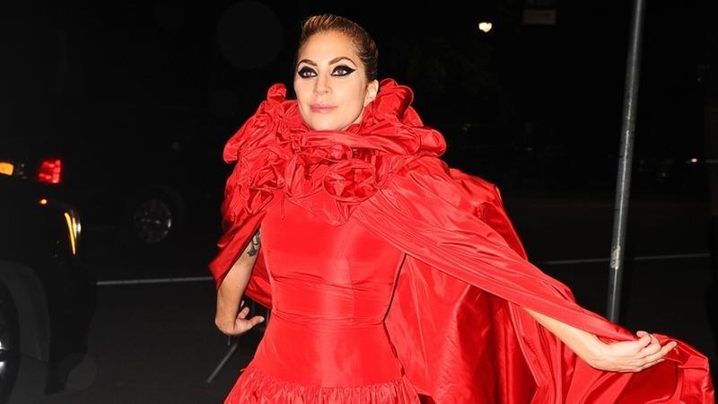 Lady Gaga i jej kontrowersyjna stylizacja. Co za suknia!