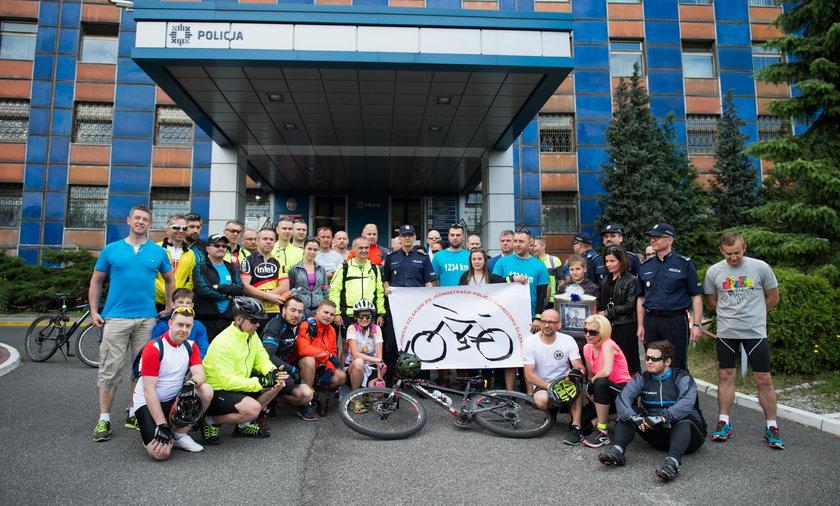 Katowice. Charytatwyna sztafeta rowerowa policjantów