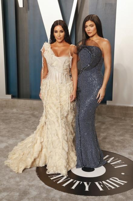 ... tajemnicą poliszynela jest, że młodziutka Kylie stawia sobie za wzór starszą siostrę i uważa ją za ideał - pod wieloma względami...