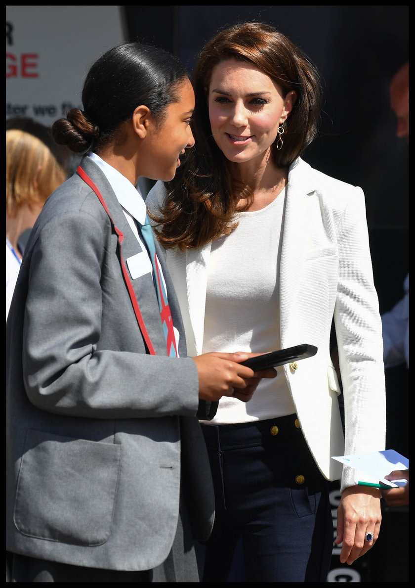 Księżna Kate w marynarce z sieciówki. Ty też możesz ją miećżna Kate w marynarce z sieciówki. Ty też możesz ją mieć