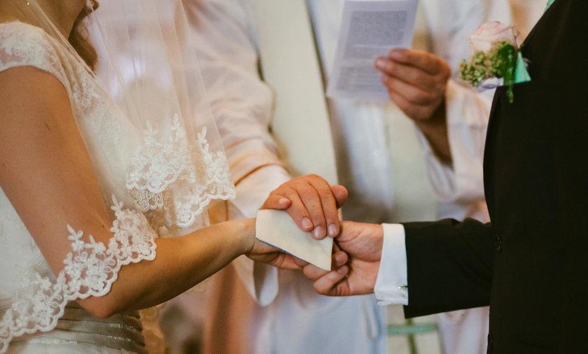 Nowożeńcy stracili wszystkie sprezentowane im koperty z pieniędzmi