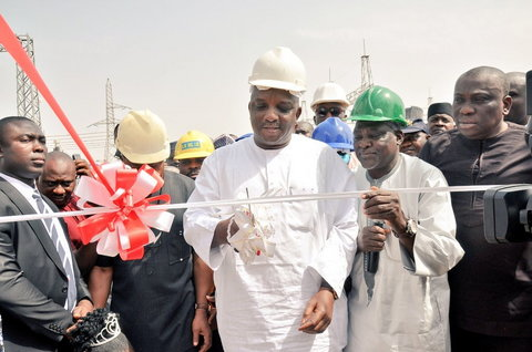 Minister of Power, Engr. Sale Mamman commissions a project [Twitter/@EngrSMamman]