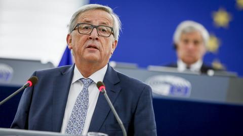 Jean-Claude Juncker opowiedział się za tym, by stanowiska jego i Donalda Tuska połączyć. Nie jest to jednak propozycja wymierzona personalnie - podkreślił\