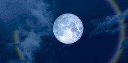 Niesamowite zjawisko na niebie. Takiego księżyca jeszcze nie widzieliście