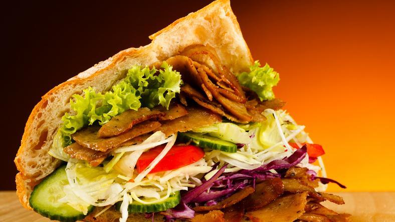 Kanapka z kebabem o włos uniknęła śmierci z rąk eurodeputowanych