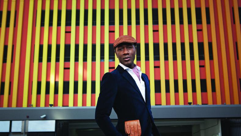 """Były MC raperskiego składu Emanon, podobnie jak chociażby Mayer Hawthorne, wypłynął na szersze wody dzięki wytwórni Stones Throw hołdującej retro brzmieniom. Aloe, który jako nastolatek uczył się grać na trąbce, już na swoim pierwszym krążku """"Shine Through"""" z 2006 roku pokazał, że nie tylko doskonale czuje się w pokrytym kurzem soulu, dołączając do niego klimaty na przykład hiphopowe. Sam napisał większość numerów i je wyprodukował. Krążek zebrał bardzo przyzwoite recenzje"""