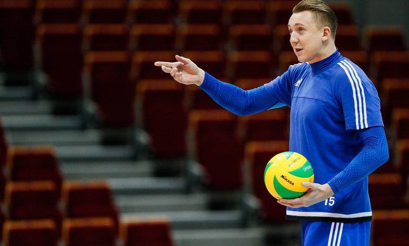 Aleksiej Spirydonow jest już na sportowym aucie, być może dlatego wciąż szuka rozgłosu i prowokuje
