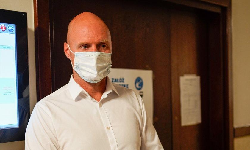 Krzysztof Igor Krawczyk na kolejnej rozprawie w sprawie testamentu po zmarłym ojcu.