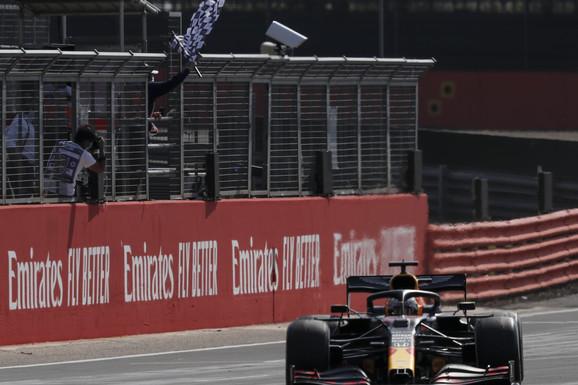 PRVI PUT JE POBEDIO U F1 SEZONI, I TO KAKO! Išao je ka cilju, dobio UPOZORENJE i timu poručio: Druže, neću da sedim KAO BABA!