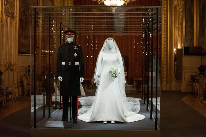 Venčanica Megan Markl i uniforma princa Harija izloženi su u Vindzoru