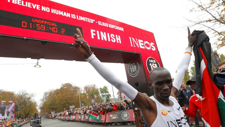 Eliud Kipchoge wins the Ineos 1:59 Challenge in Vienna, sets a new world record of 1:59:40
