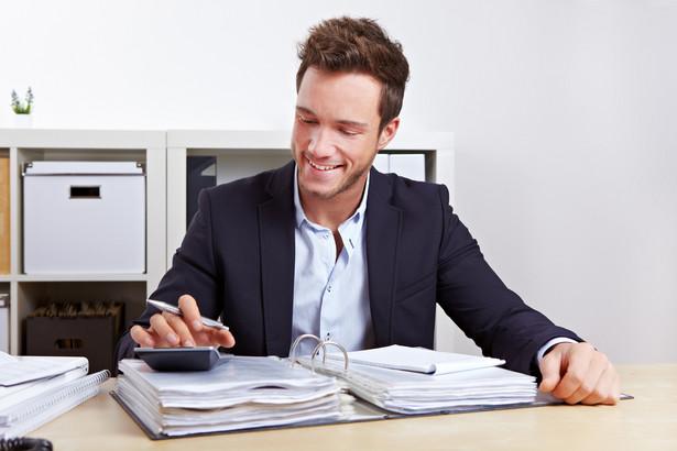Obecnie za pracę w nadgodzinach pracownikowi przysługuje albo dodatek do wynagrodzenia (w wysokości 50 lub 100 proc.), albo czas wolny