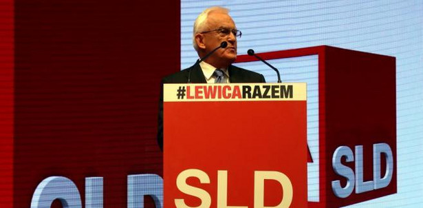 Wystąpienie Leszka Millera podczas konwencji wyborczej komitetu SLD-Lewica Razem. Fot. PAP/Tomasz Gzell
